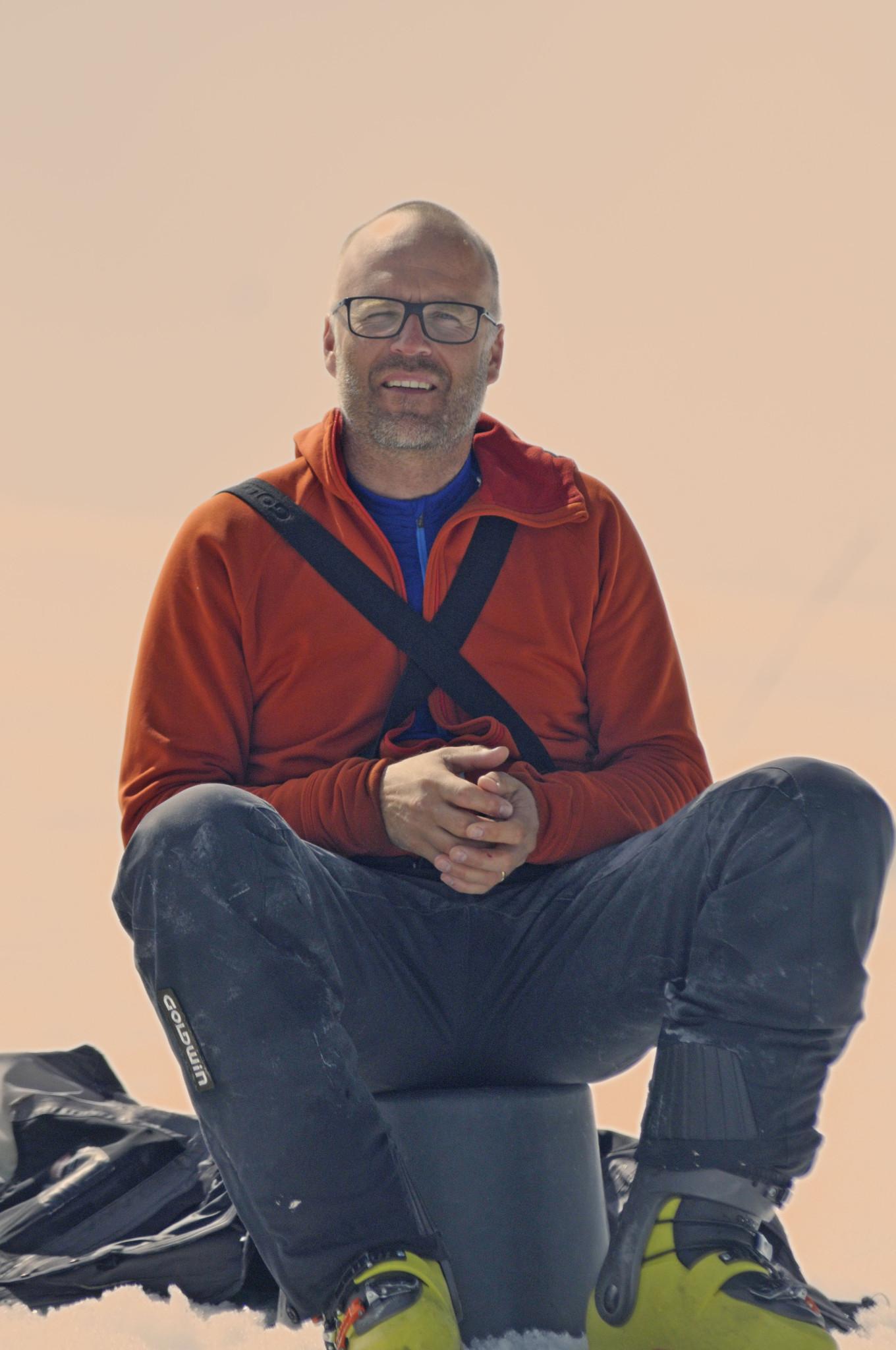 """Regionstränare Petter Lindström övervakar från """"hans"""" hink"""